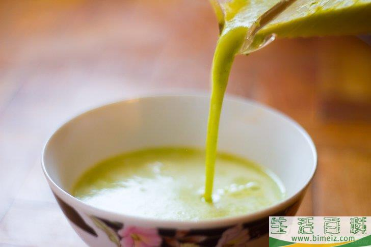 如何制作西兰花奶酪浓汤