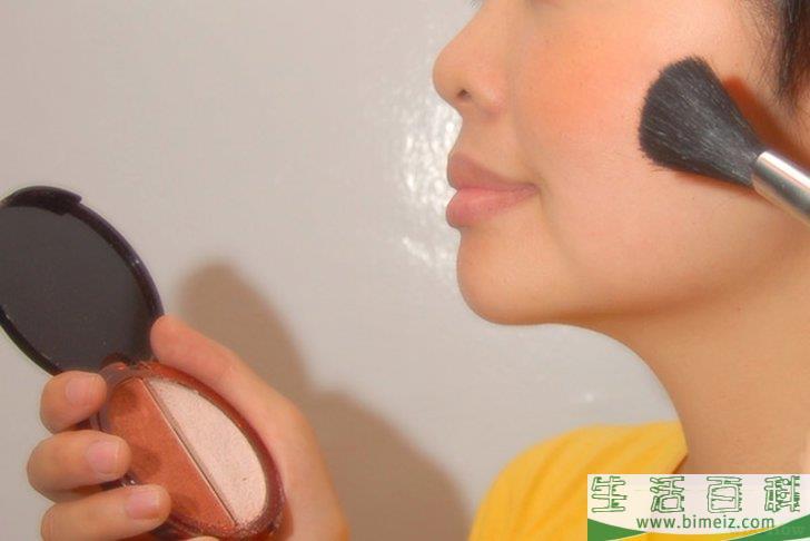 怎么根据皮肤色调选择化妆品