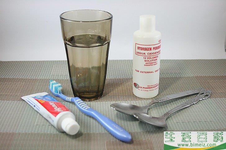 怎么用双氧水美白牙齿